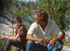 """Film Review: McConaughey Shines in """"Mud"""""""