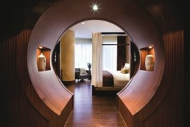 Shangri-La Hotel Toronto suite.