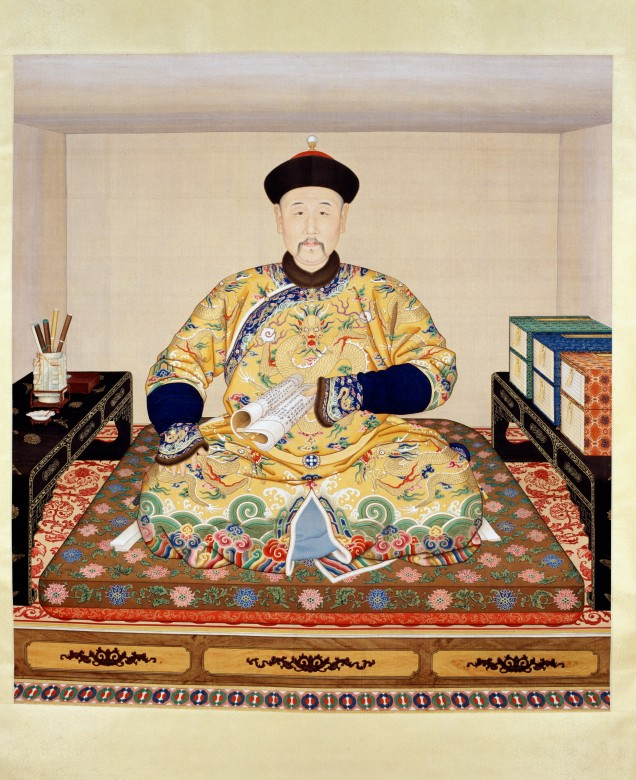Portrait of Emperor Yongzheng in his study Anonymous court painter Ink and colour on silk Qing dynasty, Yongzheng period The Palace Museum, Gu6446 Ht. 171.3 cm Wi. 156.5 cm As a cultivated man, Emperor Yongzheng portrayed himself appreciating the cultured surroundings in his palace. © The Palace Museum *On display for the first half of the exhibition's engagement.