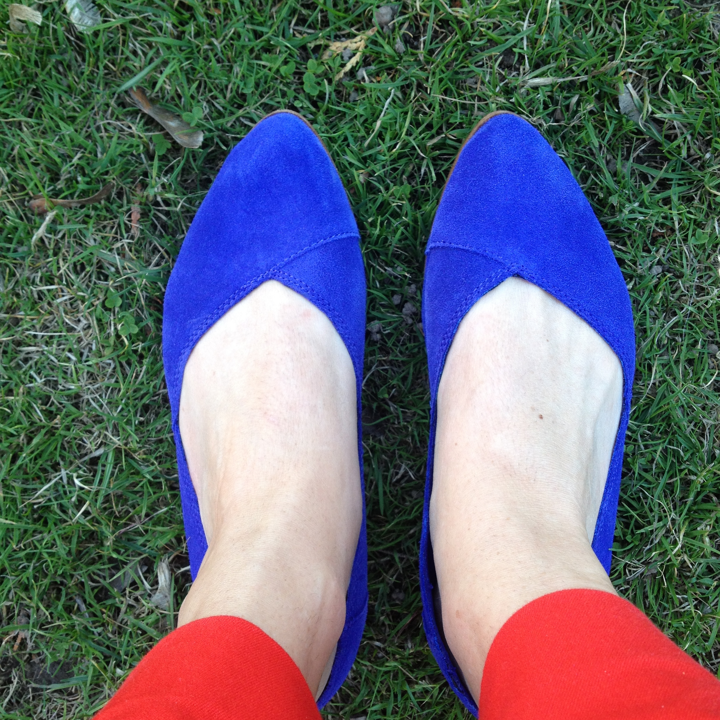 6088f6659 Spring Style With TOMS - UrbanMoms