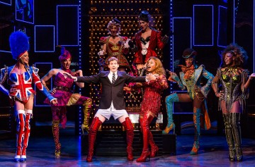 PHOTO CREDIT : The original Broadway cast of Kinky Boots. Photo by Matthew Murphy.