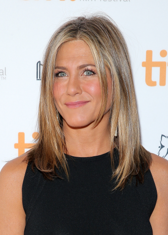 Want To Look Like Jennifer Aniston? Steal Her Look!