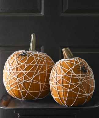 Halloween-Craft-How-to-Spider-Web-Pumpkin