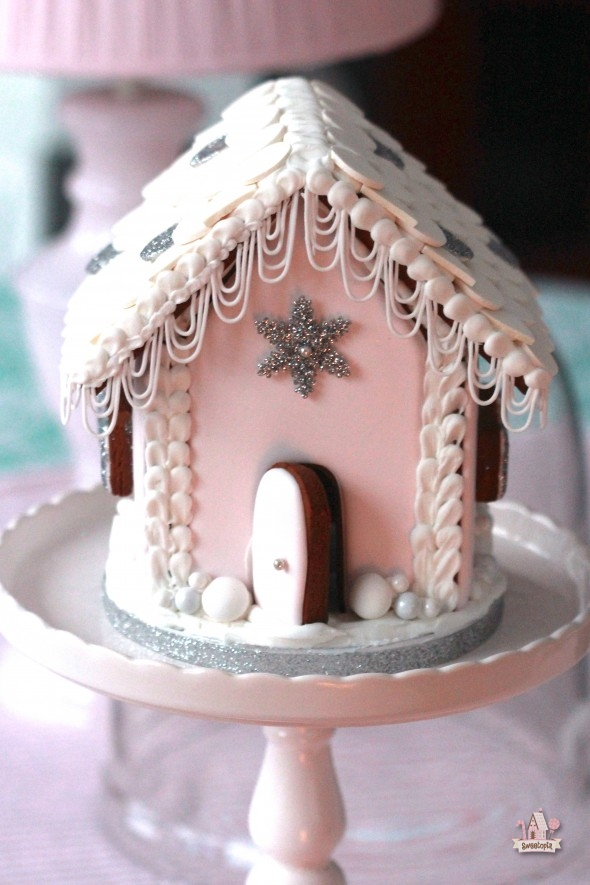 10 Jaw Dropping Gingerbread Houses You Must See Urbanmoms