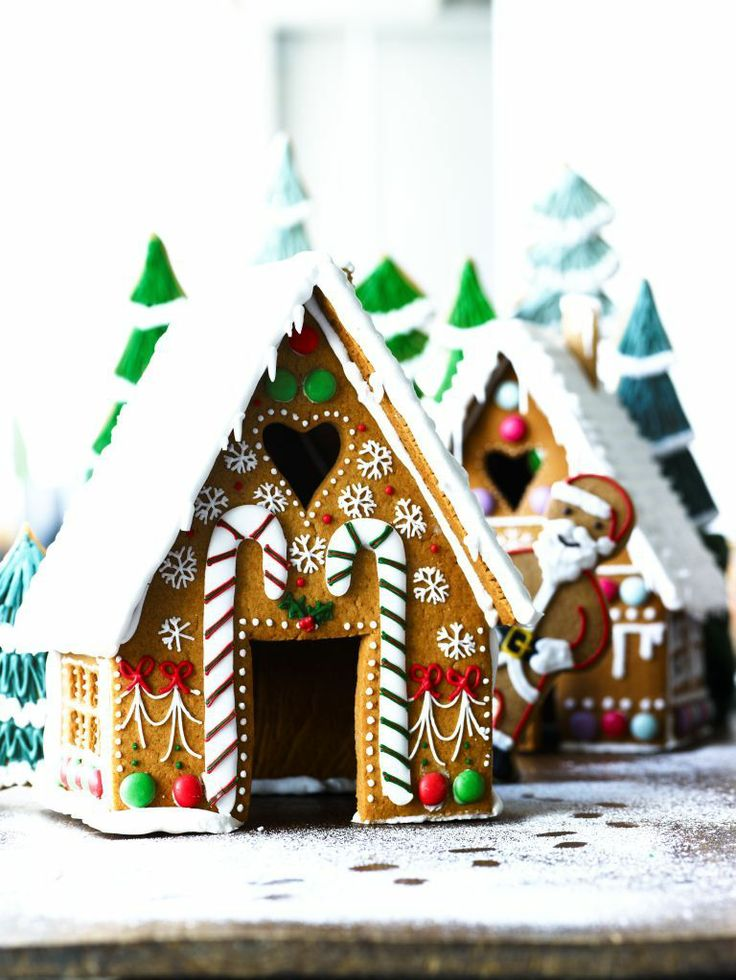 10 jaw dropping gingerbread houses you must see urbanmoms for How to make best gingerbread house