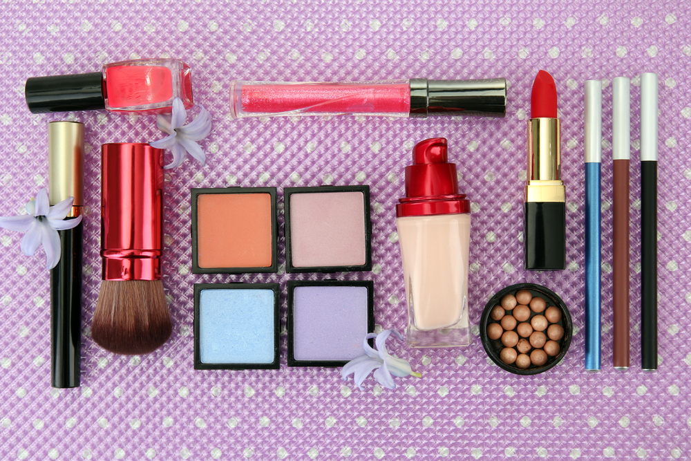 Holiday Gift Guide: For The Beauty-Obsessed Girl & Guy