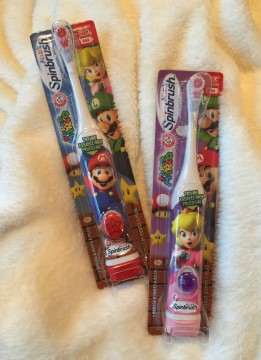 Spinbrush Super Mario and Princess Peach