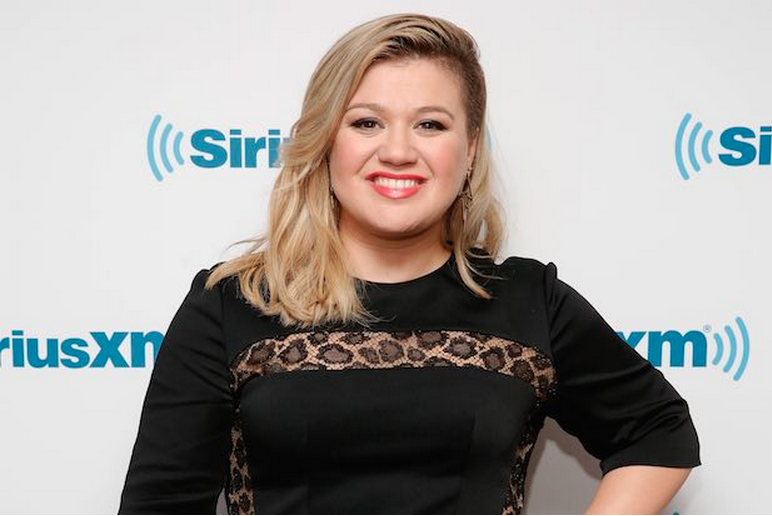 Kelly Clarkson Handles Fat-Shaming In The Best Way Possible