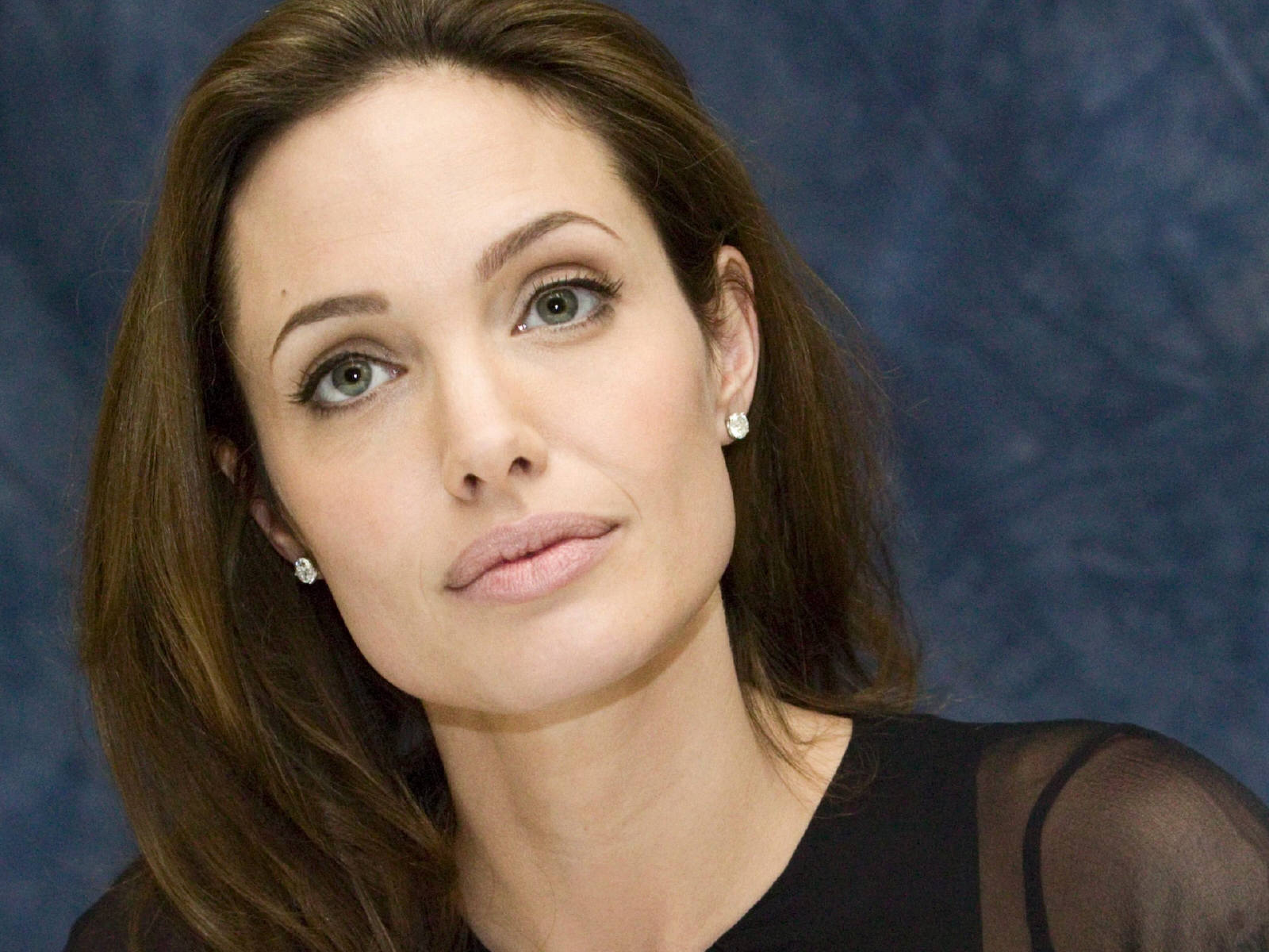 Angelina Jolie Reveals Her Decision To Remove Ovaries After Cancer Scare