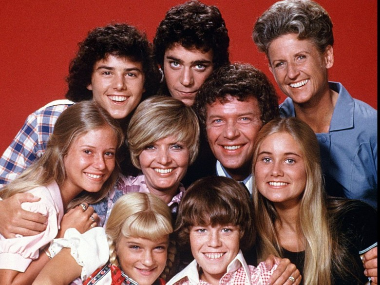 Cast of Brady Bunch (front row) Susan Olsen, Mike Lookinland (middle row) Eve Plumb, Florence Henderson, Robert Reed, Maureen McCormick (back row)  Chistopher Knight, Barry Williams, Ann B. Davis