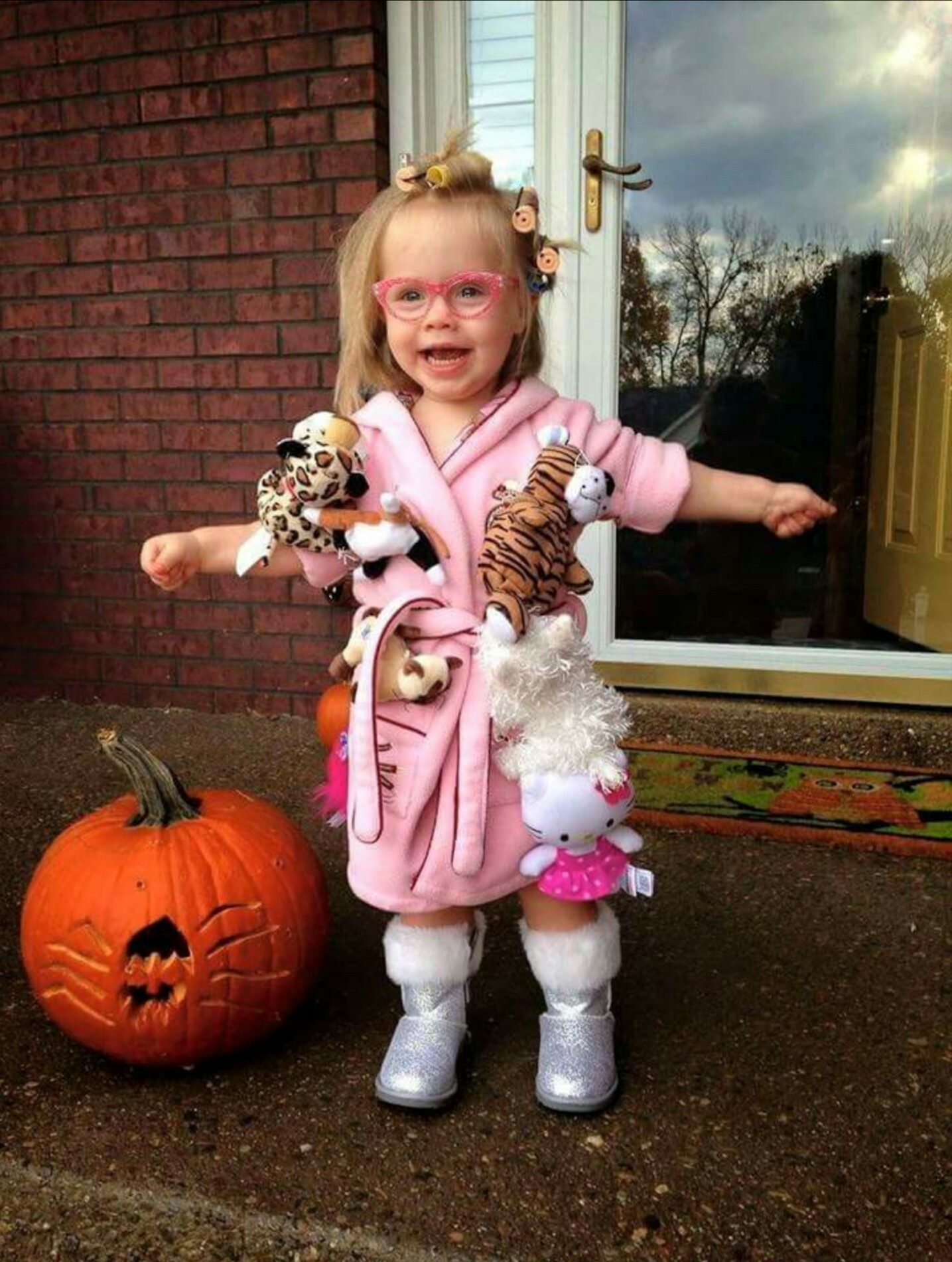 "Ten ""Awwww"" Worthy Costumes That've Already Won Halloween"