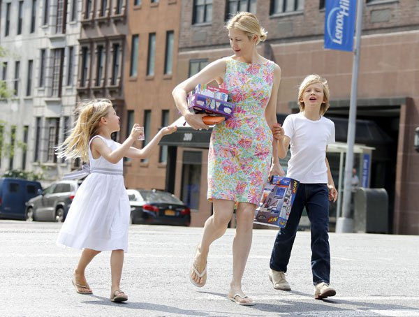 kelly rutherford, kelly rutherford custody battle, kelly rutherford with kids