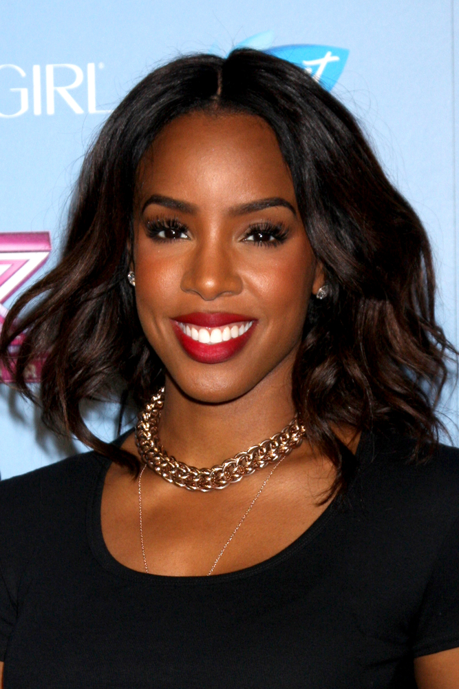 "Kelly Rowland: ""There's Too Much Emphasis A Mom's Pre-Baby Body"""