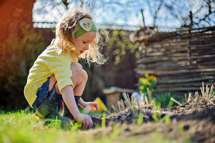 Five Outdoor Crafts To Get The Kids Excited For Spring