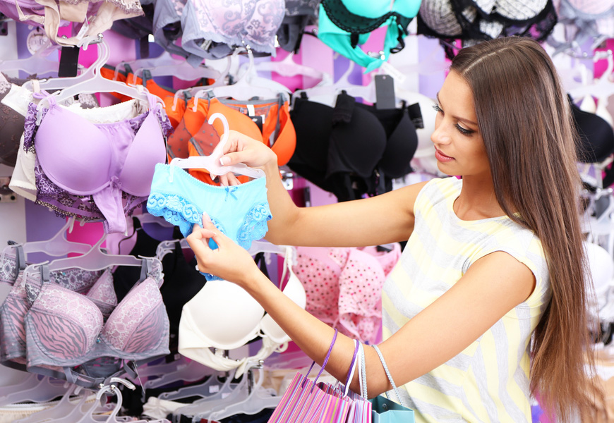 Bra Shopping With Your Daughter: Tips For Being A 'Supportive' Mom