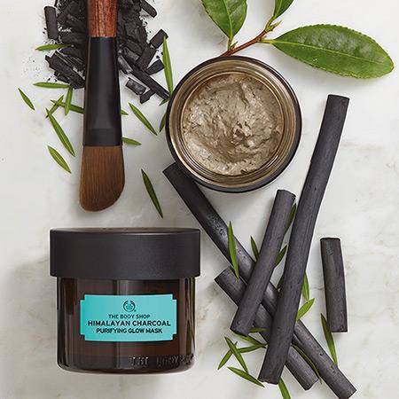 Body Shop Himalayan Charcoal Purifying glow Mask