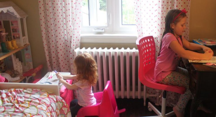 A Mess-Free Craft Toddlers And Big Sibs Can Do Together