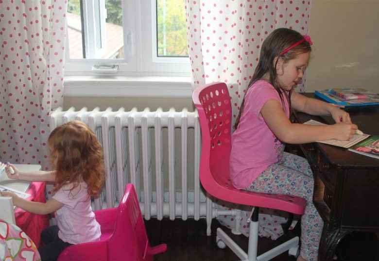 sisters-colouring